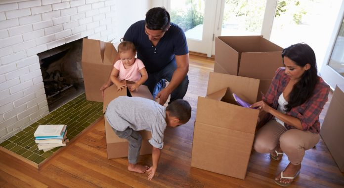 4 Benefits of Hiring a Professional Movers and Packers